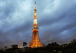 TOKYO TOWER A OKOLÍ