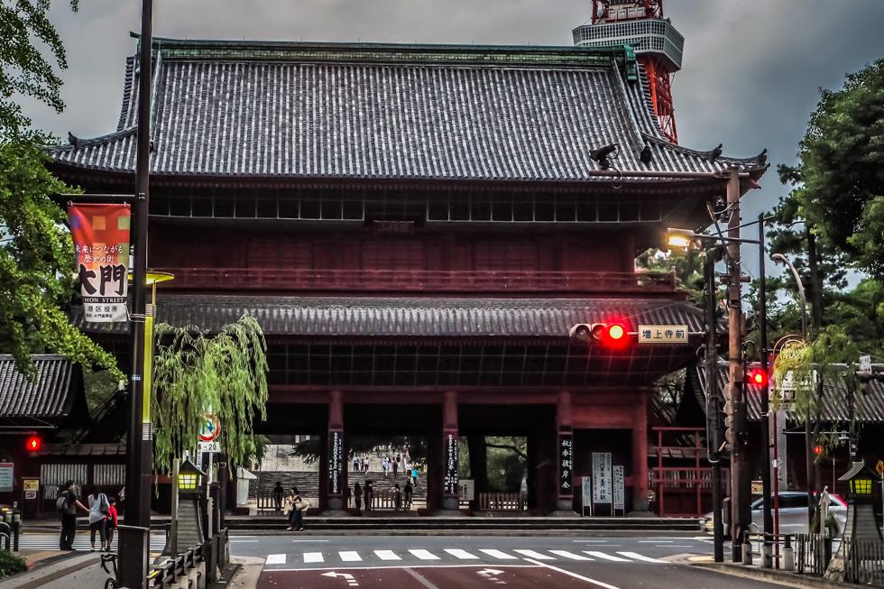 pajuska-na-cestach-zojoji-tokyo-japan-japonsko