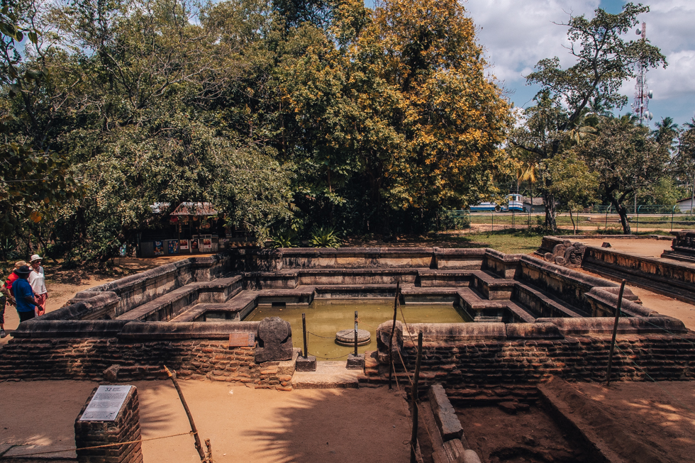 pajuska-na-cestach-polonnaruwa-srilanka