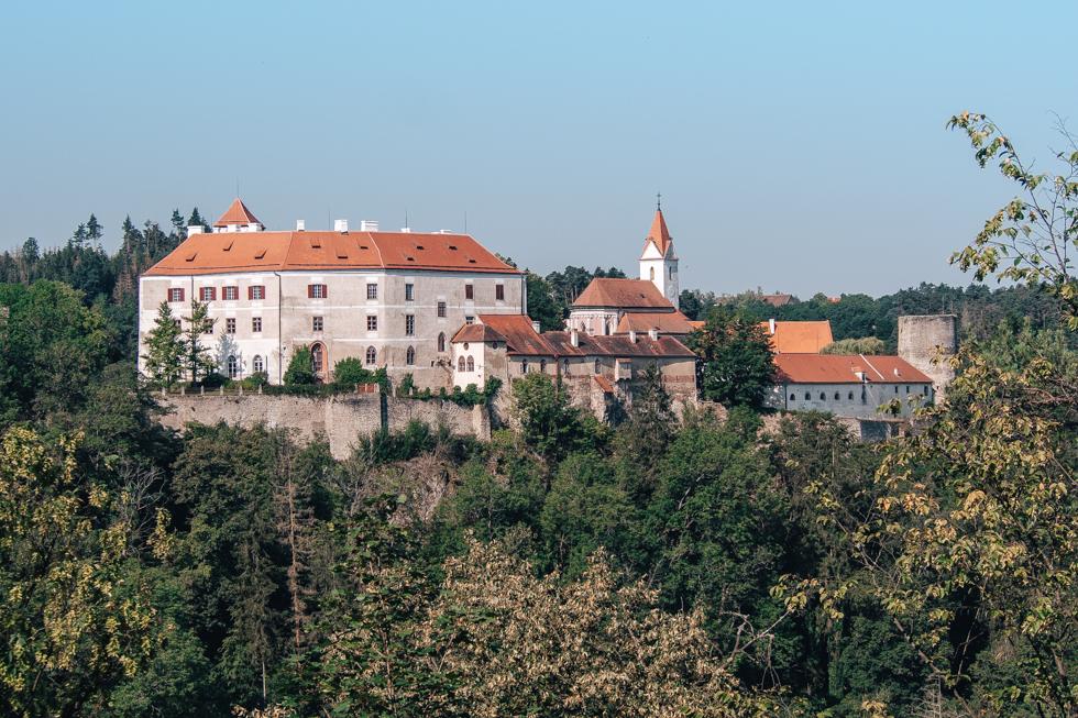 pajuska-na-cestach-hrad-bitov