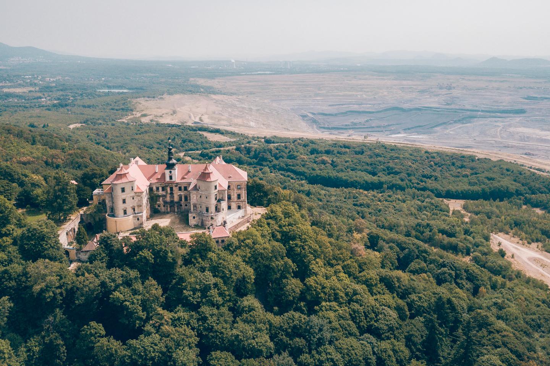 pajuska-na-cestach-zamek-jezeri-pohled z drona