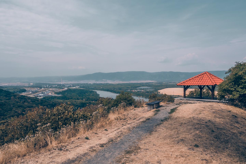 pajuska-na-cestach-most-vyhlidka-na-mesto