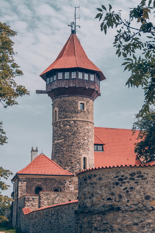 pajuska-na-cestach-hrad-hnevin-vez